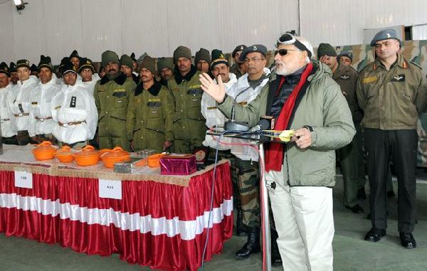 23 अक्टूबर 2014 का दिने दिवाली पर सियाचेन में सेना के जवानन के संबोधित करत प्रधानमंत्री नरेन्द्र मोदी