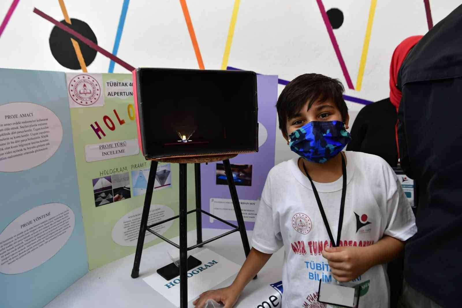 Mamak'ta teknoloji meraklısı gençler eserlerini sergiledi