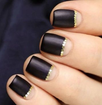 Sleek Gold Nail