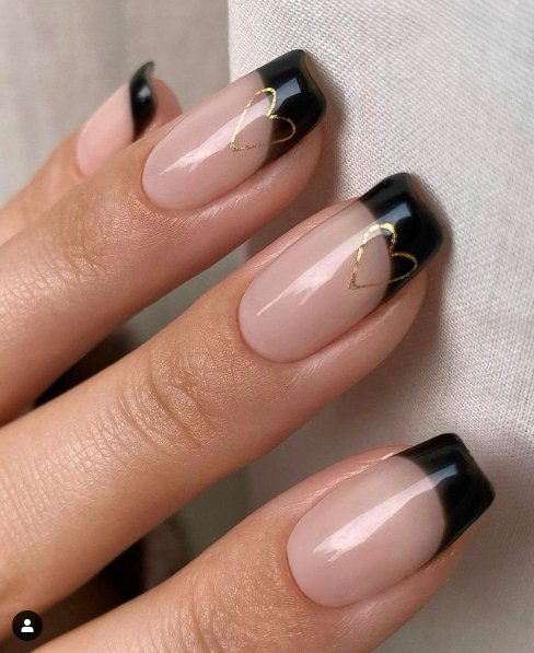17. Nude Nails With Heart