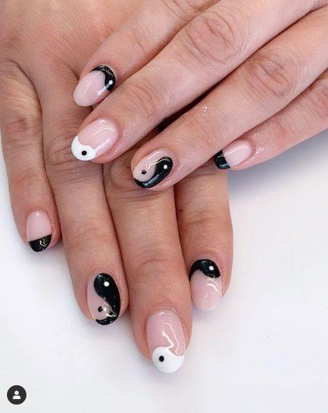 Yin Yang black Nails