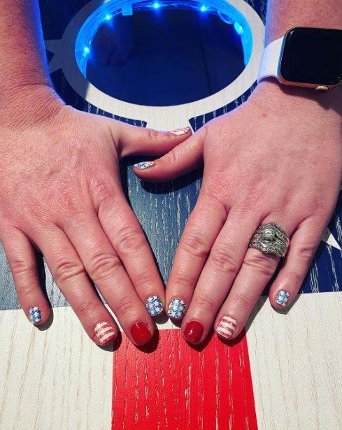 Glossy Memorial Day nail designs