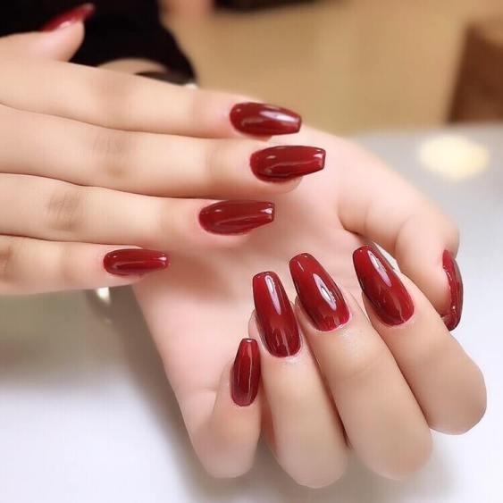 Dark summer red nails