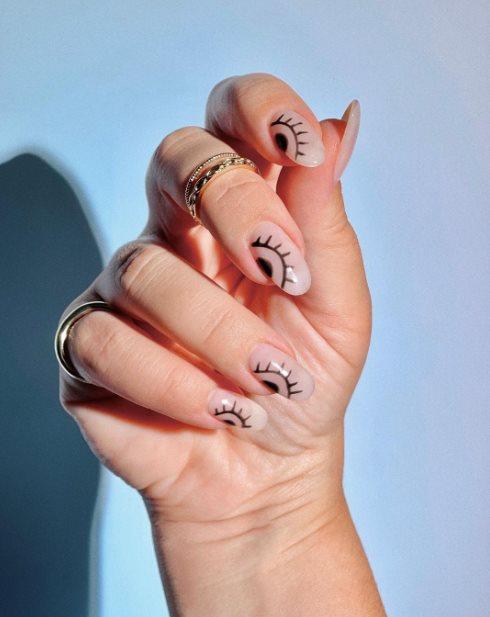 Creeper eye nail art