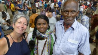Saraswati aus Tamil Nadu mit ihrem Opa