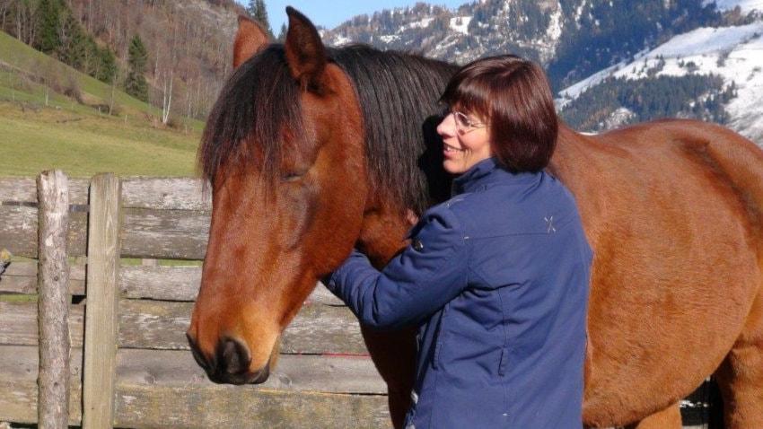 Jin Shin Jyutsu Isabella Habsburg mit Pferd Interview Tiere strömen