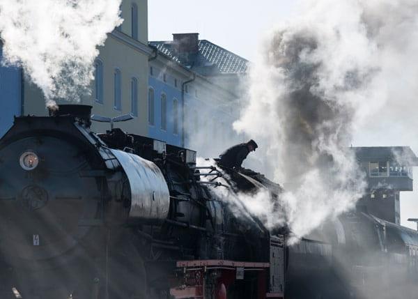 Historische Lokomotive am Bahnhof Weiden.