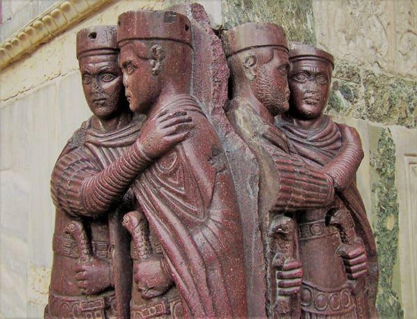 Statuen der ersten vier Kaiser der Tetrarchie.