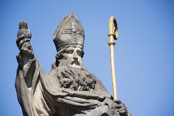 Statue des Kirchenvaters Augustinus