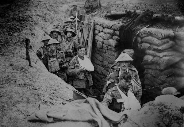 Foto von britischen Soldaten im Schützengraben des Ersten Weltkriegs