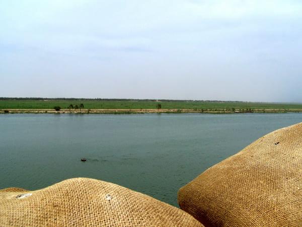 Foto aus dem Irak in den Iran am Grenzfluss Schatt al-Arab