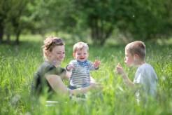 Brandenburg, Familienfotos, Picknick, Frühling, Wiese, Kinder, Kinderfotos