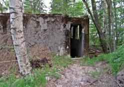 Undrar vad detta har varit ... det finns ju en dörröppning och då måste jag förstås gå in...