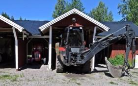 Traktorgarage - för både stor och liten...