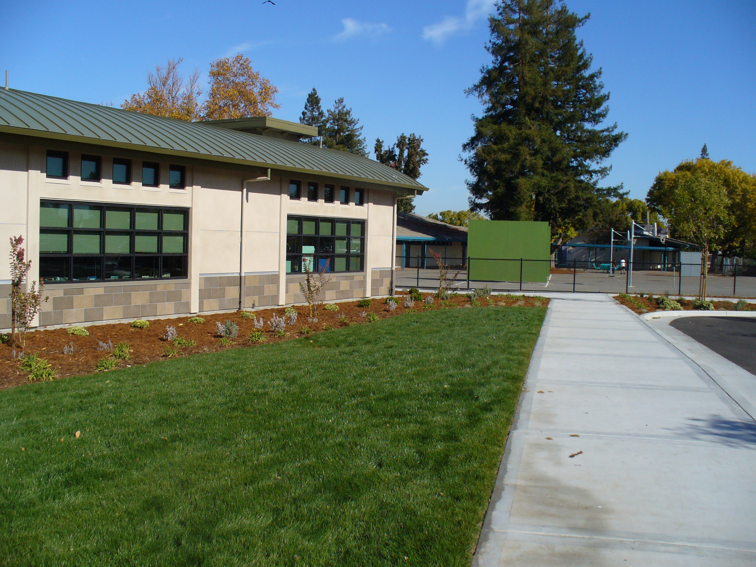 Moreland Middle School <h5>Media Center &amp; Classroom Building</h5>