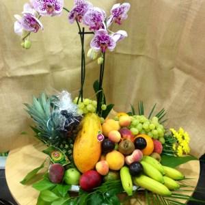 001 cesta de frutas y orquidea