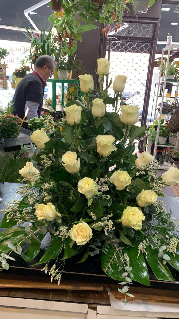002 centro de rosas blancas
