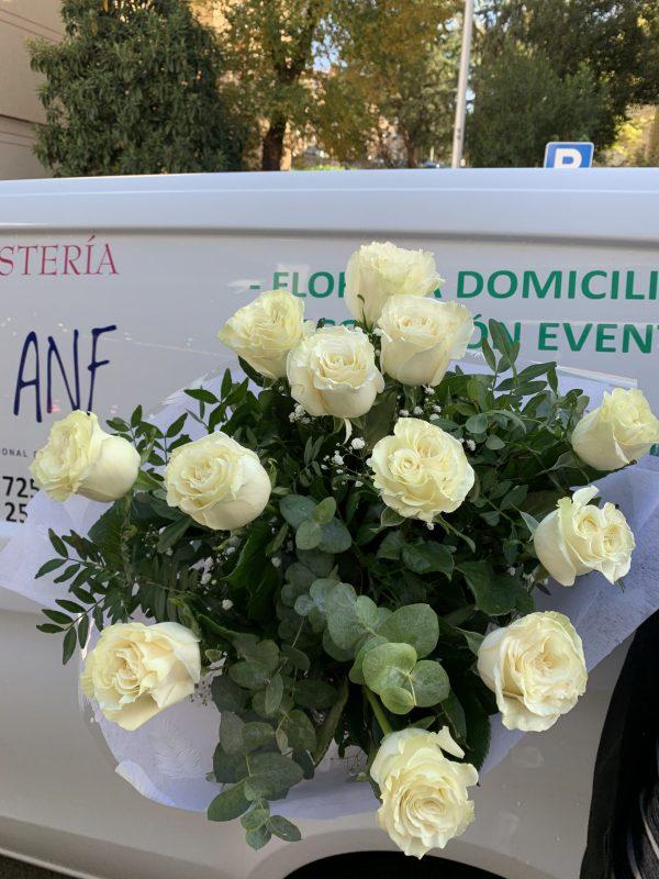 005_ramo_de_rosas_blancas