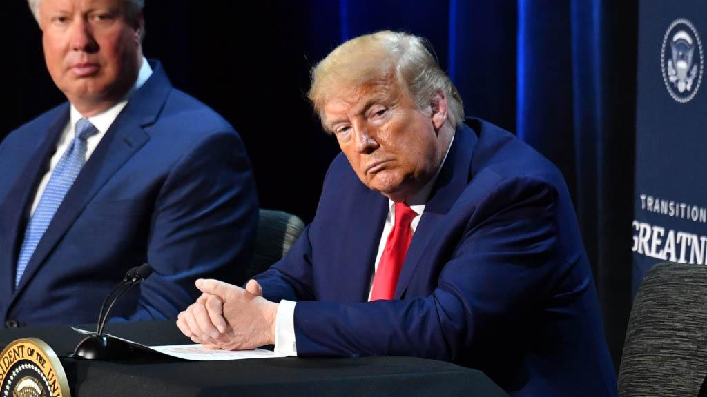 Президент США Дональд Трамп во вторник подписал указ, запрещающий использование на территории США восьми китайских платежных приложений, включая систему Alipay. Указ запрещает любые транзакции, с лицами, которые разрабатывают или контролируют следующие данные китайские приложения.