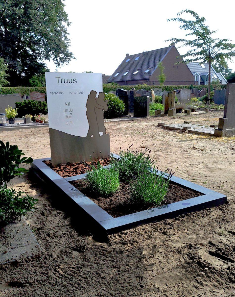 glas met RVS uitgevoerd door atelier AnnaAnna gedenktekens en grafstenen