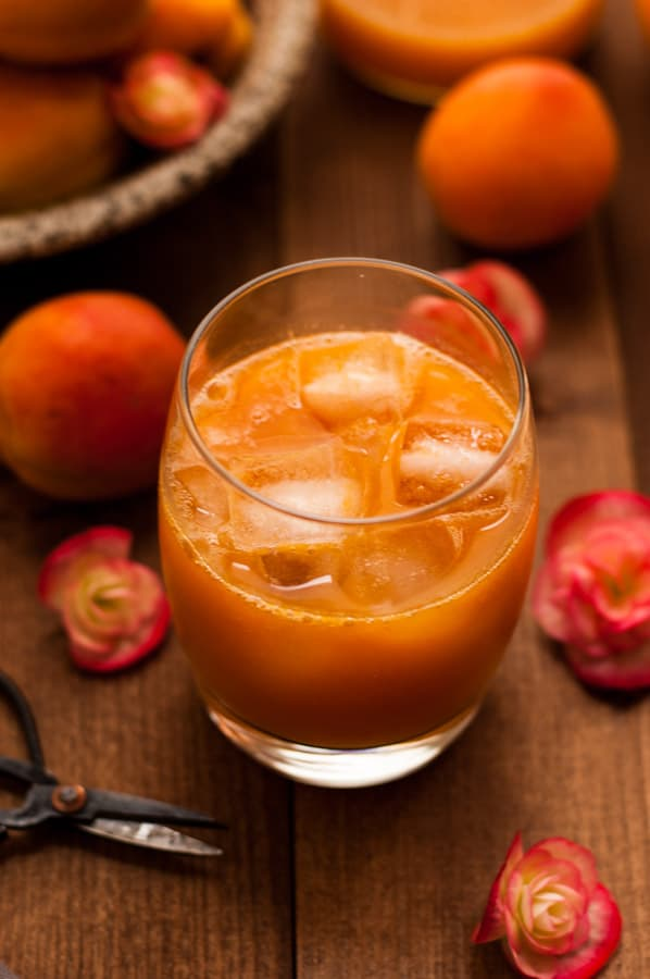 Homemade Apricot Nectar recipe. Easy to prepare drinking nectar, excellent as mixer in Bellinis or with ginger ale. Made with only 5 ingredients! Fabulous!!! | via annabanana.co