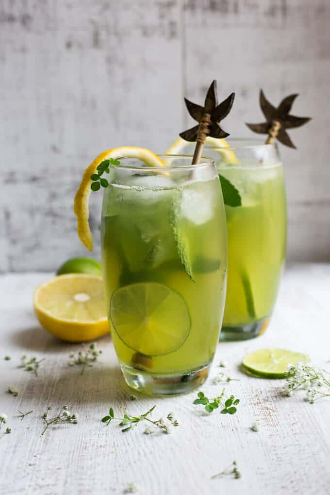Super fragrant bergamot mojito recipe! Refreshing classic cocktail with a twist, perfect green drink for St Patrick's Day! | via @annabanana.co