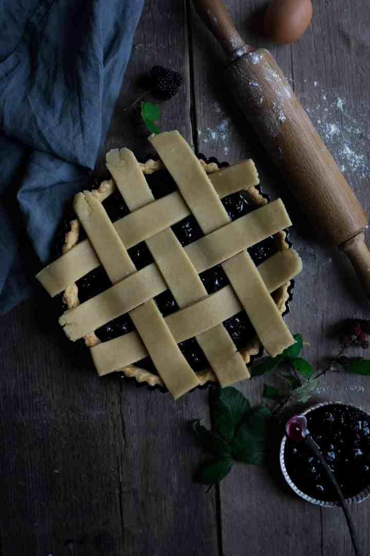 Lattice tart filled with homemade blackberry jam | via @annabanana.co
