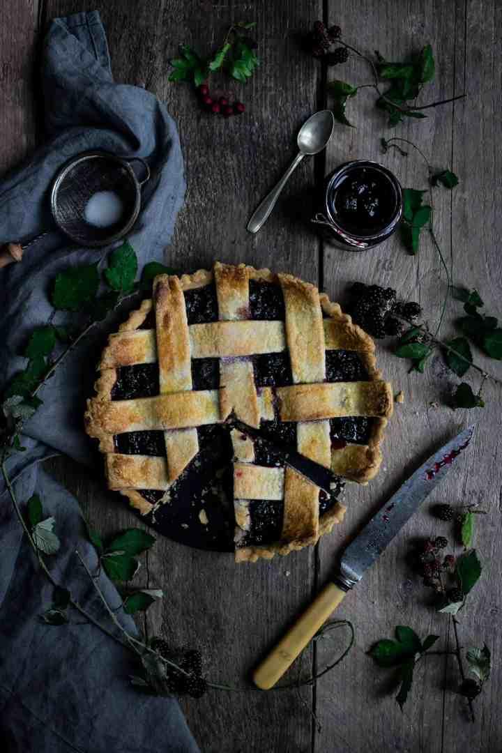Beautiful blackberry jam and lattice tart | via @annabanana.co