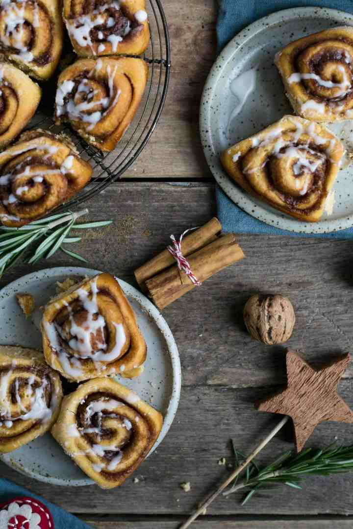 Soft and super fluffy sweet potato cinnamon rolls #vegan #cinnamonrolls | via @annabanana.co