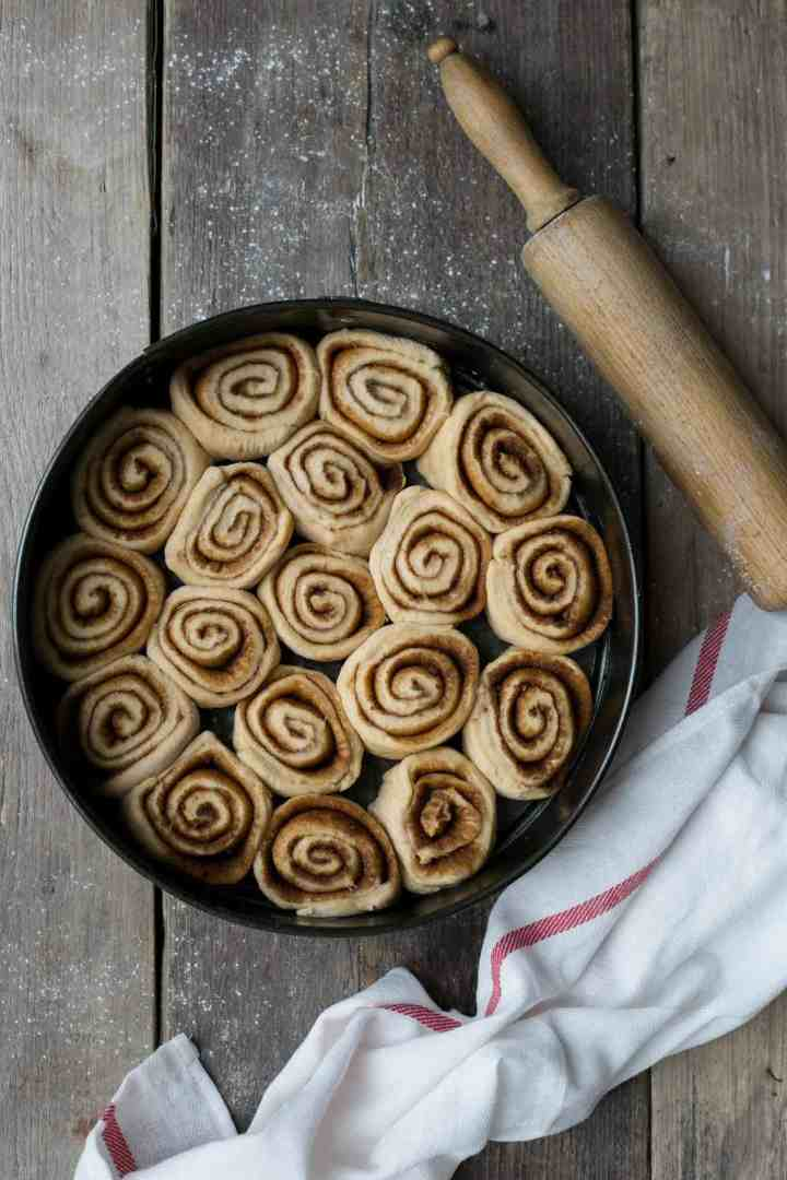 Super soft and fluffy sweet potato cinnamon rolls! 100% vegan! #cinnamonrolls #vegan #sweetpotato | via @annabanana.co
