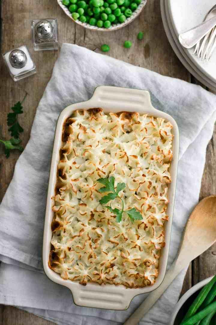 Mini lentil shepherd's pie. Delicious and easy recipe for the best comfort food! #vegan #shepherdspie #veganpie #dairyfree | via @annabanana.co