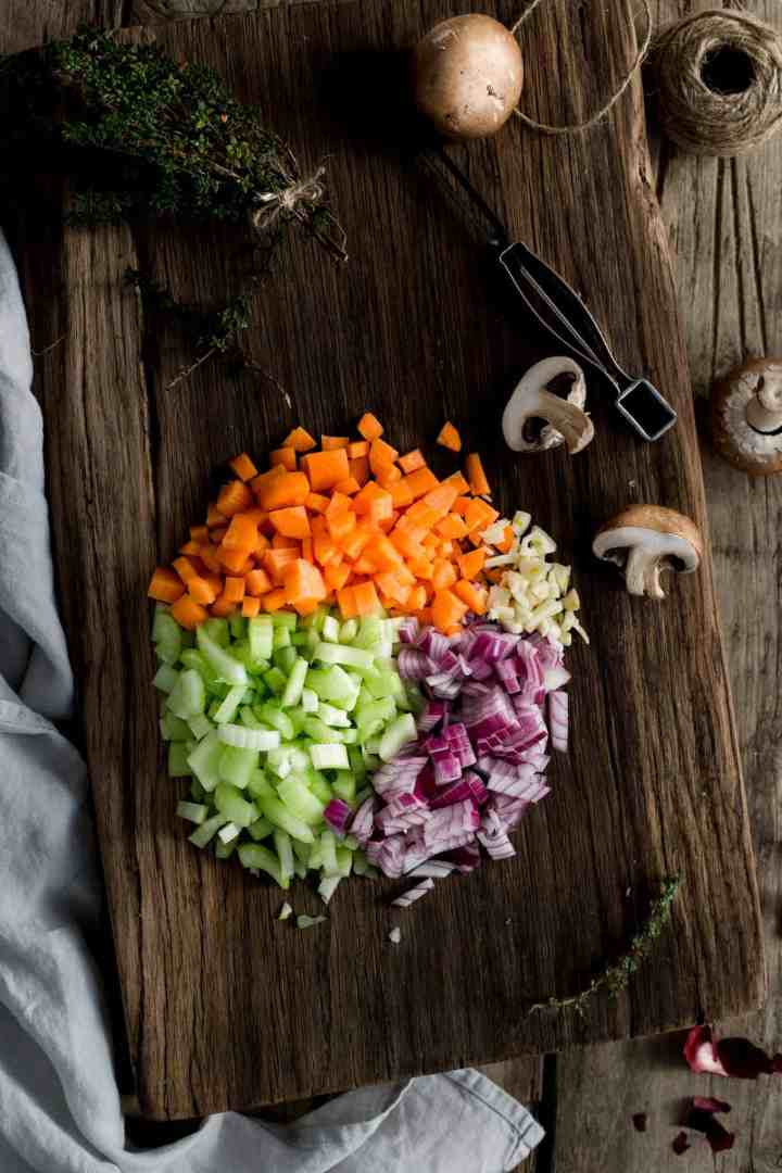 Mini lentil shepherd's pies #vegan #comfortfood #shepherdspie | via @annabanana.co