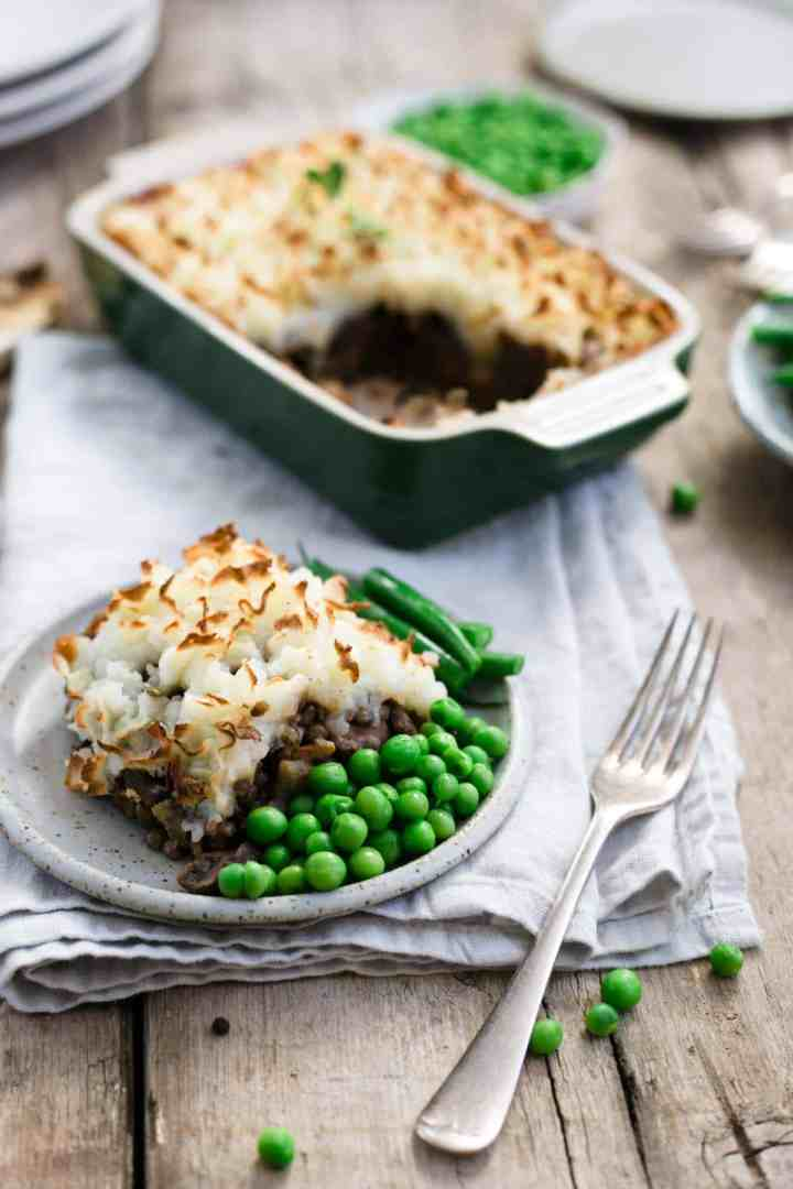 Comforting and delicious lentil shepherd's pie recipe #vegan #comfortfood #shepherdspie | via @annabanana.co