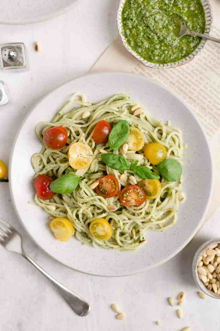 5-minute easy vegan pesto recipe! Quick and easy recipe for classic basil pesto! #vegan #veganrecipe #pesto | via @annabanana.co