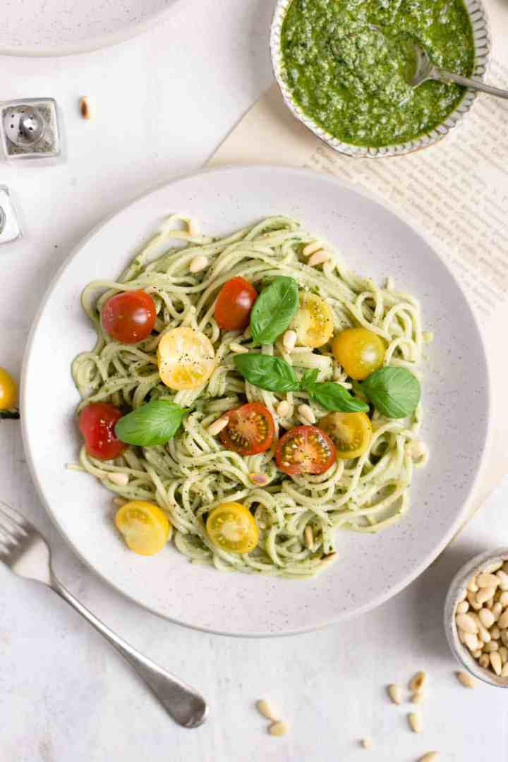 Pesto Pasta with Cherry Tomatoes #veganrecipe #dairyfree #healthyrecipe | via @annabanana.co
