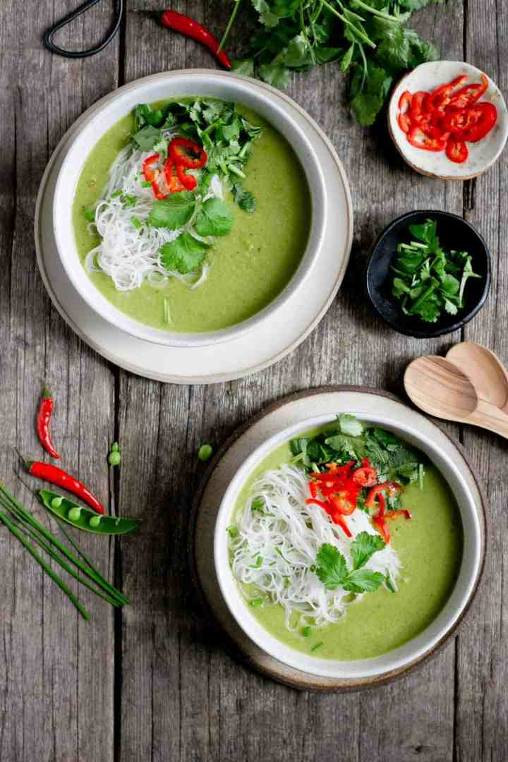 Thai style pea and apple soup, made with 7 ingredients, ready in under 30 minutes! #easyrecipe #healthysoup #vegan | via @annabanana.co