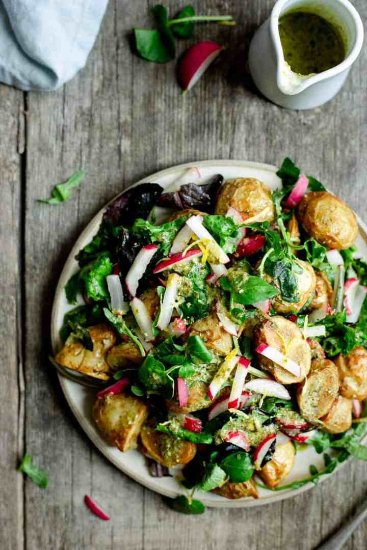 Roasted new potato salad with pesto. Perfect summer meal! #saladrecipe #newpotatoes #vegan | @annabanana.co
