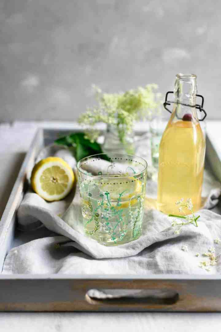 Beautifully fragrant and refreshing elderflower cordial #cordialrecipe #elderflower #foodphotography | via @annabanana.co