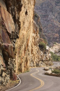 Twisty roads in Kings Canyon National Park