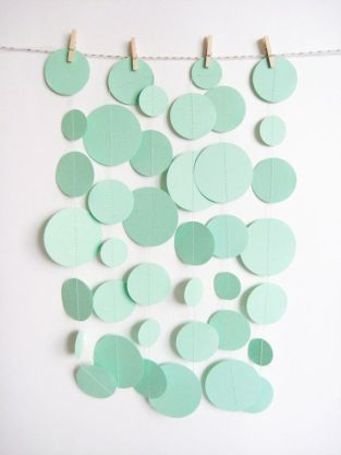 Mint Green Paper Garland von MintAfternoon