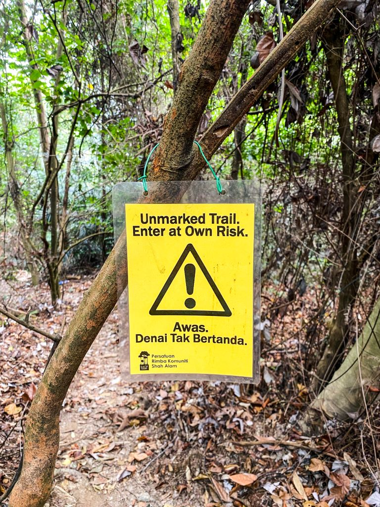 A yellow sign that says unmarked trail