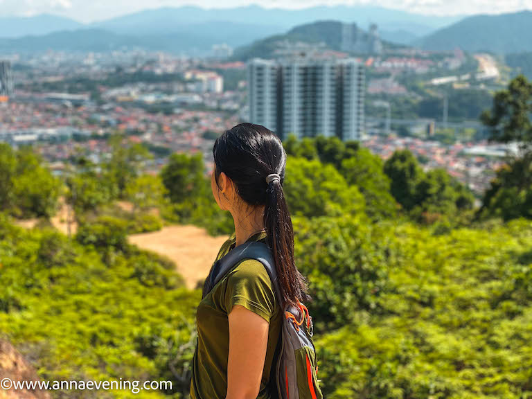 A green-shirt girl looking at a viewpoint in the distant