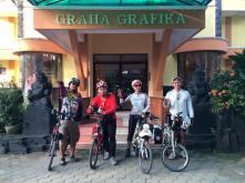 Grup 2 : Mas Kardjok, Mas Irfan, Mbak Dyah, Om Chandra