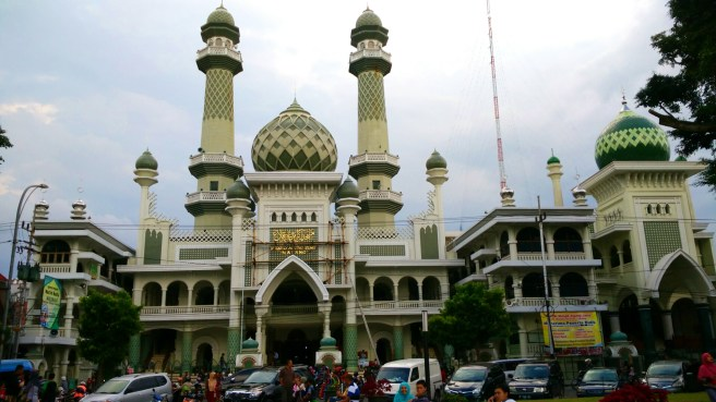 Masjid Agung Malang yang berada di sebelah barat alun-alun.