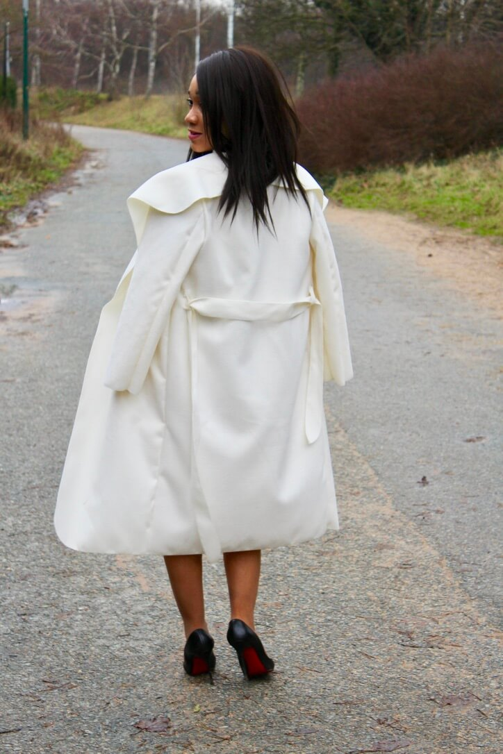 Manteau blanc et louboutin