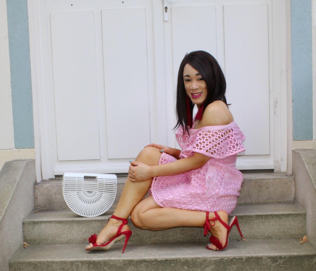 robe rose et sac bambou