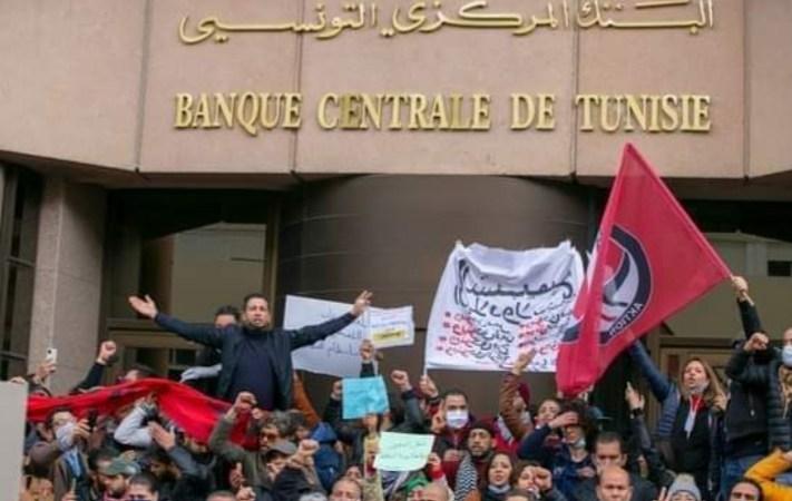 مسيرة احتجاجية حاشدة بشارع الحبيب بورقيبة