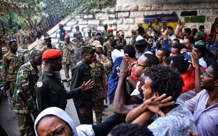 الحزب الشيوعي السوداني يدين الاعتداء الإجرامي على عائلات الشهداء والمعتصمين
