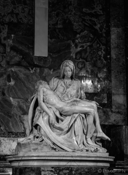 Michelangelo's Pieta shielded by bulletproof glass