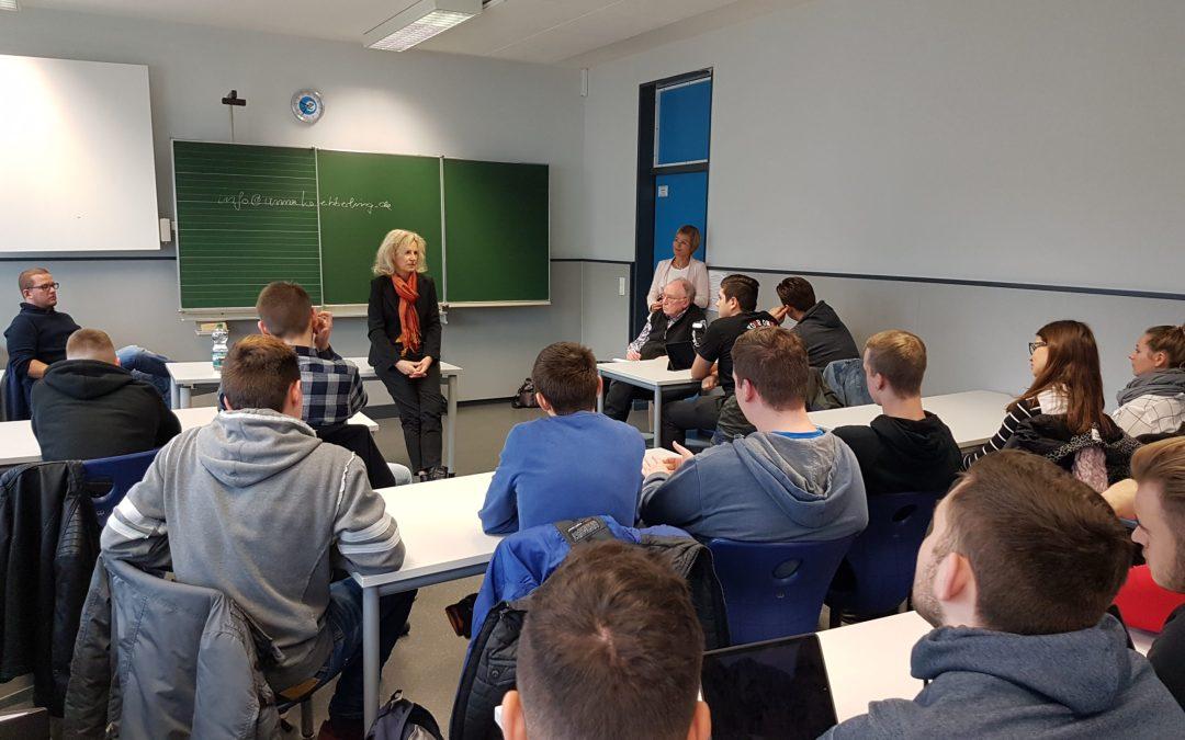 Mitglieder des Landtags besuchen am 9. November Schulen